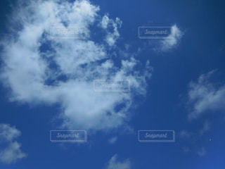 青い空に雲の写真・画像素材[720436]
