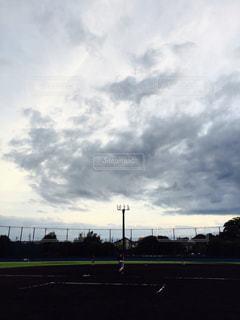 曇りの日に空の雲の写真・画像素材[763517]