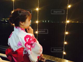 テディベアを保持している小さな女の子の写真・画像素材[763530]