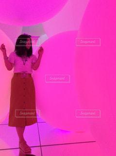 紫色のドレスを着ている女性の写真・画像素材[1657713]