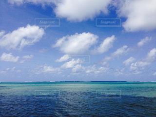 水体の空に雲の写真・画像素材[717349]
