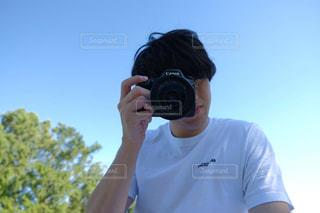 カメラを持って男の写真・画像素材[1549300]