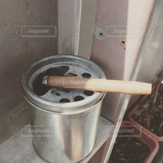 一杯のコーヒーと葉巻は大人の嗜みの写真・画像素材[709766]