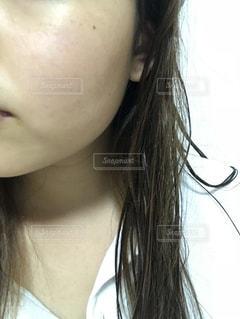 近くの女性のアップの写真・画像素材[1211022]