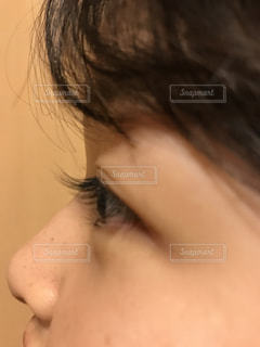 近くに彼女の口を開いて女性のアップの写真・画像素材[1377374]