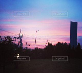 夕暮れ時の都市の景色 - No.710541