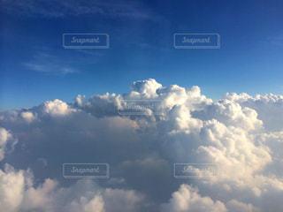 青い空に雲の写真・画像素材[710712]