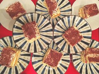テーブルの上のケーキの一部の写真・画像素材[716674]