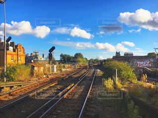 線路上の列車の写真・画像素材[716709]