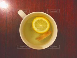 板の上に食べ物のボウルの写真・画像素材[716738]