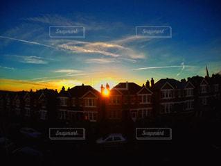夕暮れ時の都市の景色の写真・画像素材[718694]