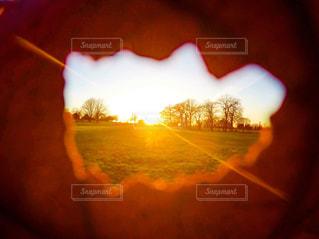 夕日のぼやけた写真の写真・画像素材[720856]