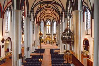 近くに教会のアップの写真・画像素材[738749]