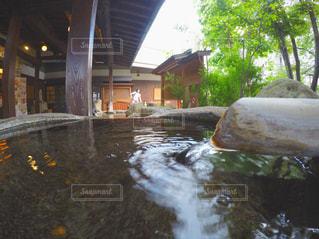 建物の横に水します。の写真・画像素材[771209]