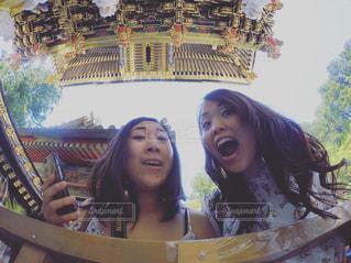 selfie を取る女性の写真・画像素材[817382]