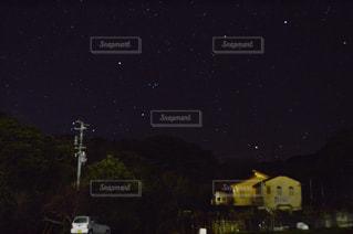 山の中腹にサインの写真・画像素材[824571]