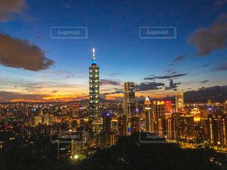 夜の街の眺めの写真・画像素材[2818895]