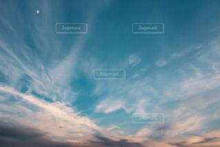 近くに空には雲の上の写真・画像素材[1401511]