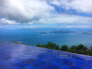 青い曇り空のビューの写真・画像素材[710916]