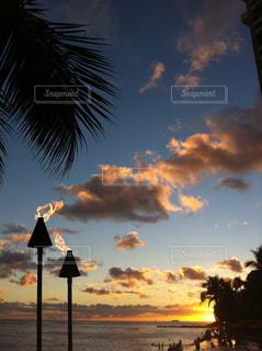 ワイキキビーチのサンセットの写真・画像素材[711750]