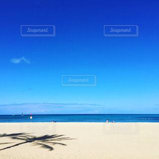 海の横にある砂浜のビーチの写真・画像素材[715122]