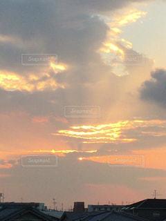 夏の夕焼けの写真・画像素材[712444]
