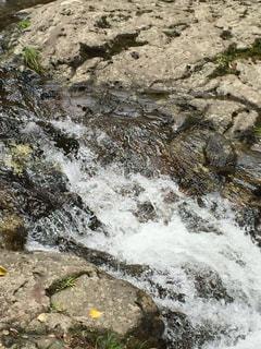 小さな滝の写真・画像素材[712559]