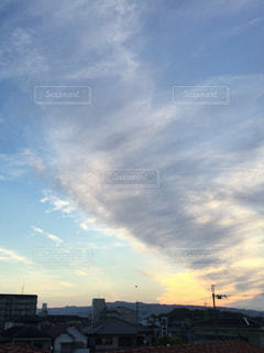 スクリュー雲の写真・画像素材[712663]
