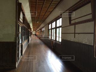 廃校の廊下の写真・画像素材[1705326]