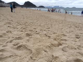 砂浜のビーチで人々 のグループ - No.715129