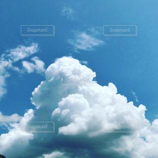 青い空に雲の写真・画像素材[712753]