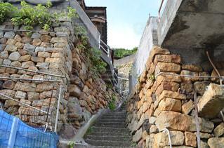 岩壁には石造りの建物の写真・画像素材[712879]