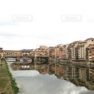水の体の上の橋の写真・画像素材[1206443]