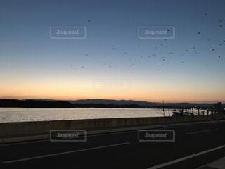 沈む夕日の写真・画像素材[713039]
