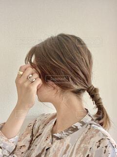 明るめの髪のヘアアレンジの写真・画像素材[4569992]