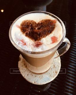 テーブルの上のコーヒー カップ - No.808335
