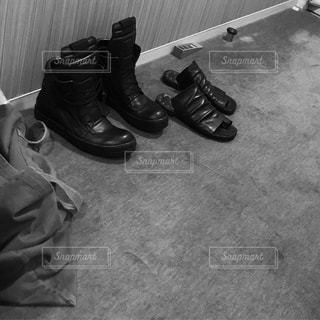 床に靴のグループ - No.713923
