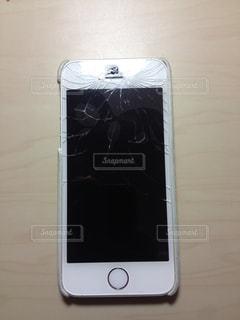 iPhone画面割れました。の写真・画像素材[967268]