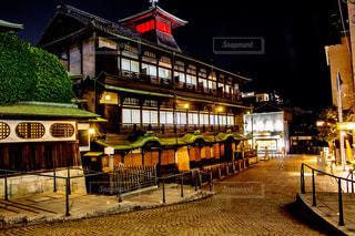 夜の道後温泉の写真・画像素材[3435579]