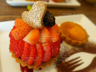 皿の上の食べ物の写真・画像素材[718139]