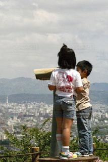 山の上に立っている人の写真・画像素材[726964]