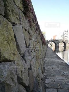 眼鏡橋のハート石の写真・画像素材[945345]