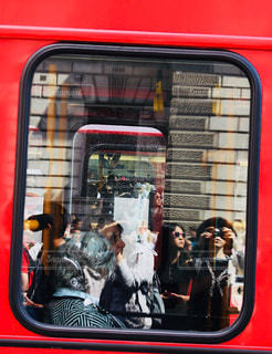 mirror of London Busの写真・画像素材[945807]