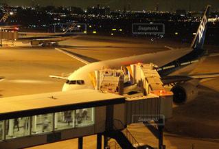 夜の飛行場の写真・画像素材[995203]