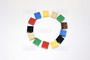 レゴブロックで「O」の写真・画像素材[1104318]