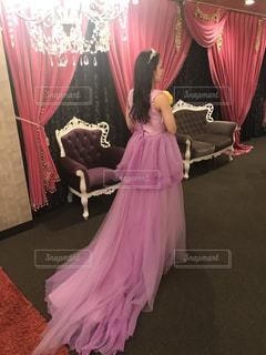 ピンクのドレスの女の子の写真・画像素材[717994]