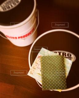 テーブルの上のコーヒー カップの写真・画像素材[717212]