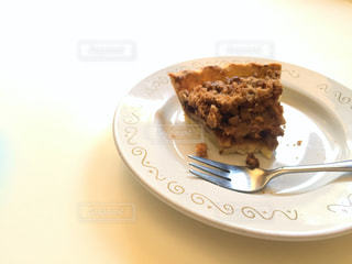 食べかけのケーキの写真・画像素材[718155]