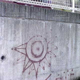 建物の側面にある記号の写真・画像素材[719134]