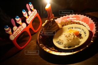 キャンドルとバースデー ケーキの写真・画像素材[934092]